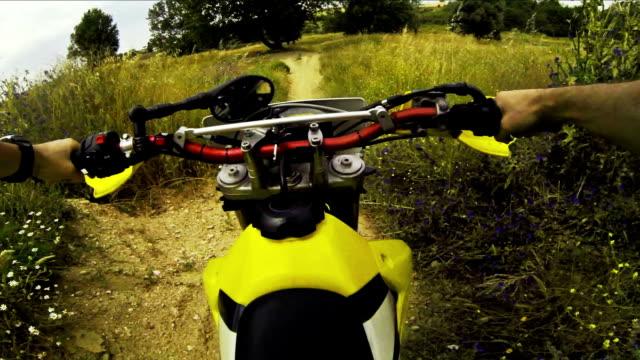 Enduro モーターサイクルクロステストビデオ