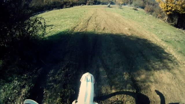 stockvideo's en b-roll-footage met enduro motorcycle offroad video - audio online beschikbaar