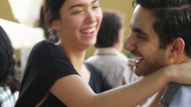 vídeos y material grabado en eventos de stock de cu energetic young couple dancing on outdoor stage. - mérida méxico