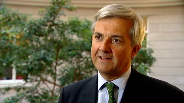 energy announces cut in tariffs for gas customers; england: london: int chris huhne mp interview sot - hope other five energy suppliers follow suit - 関税点の映像素材/bロール