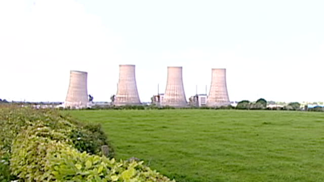 Government expected to back nuclear power in future energy plans SCOTLAND Dumfriesshire Chapelcross Nuclear Power Station EXT Cooling Towers at...