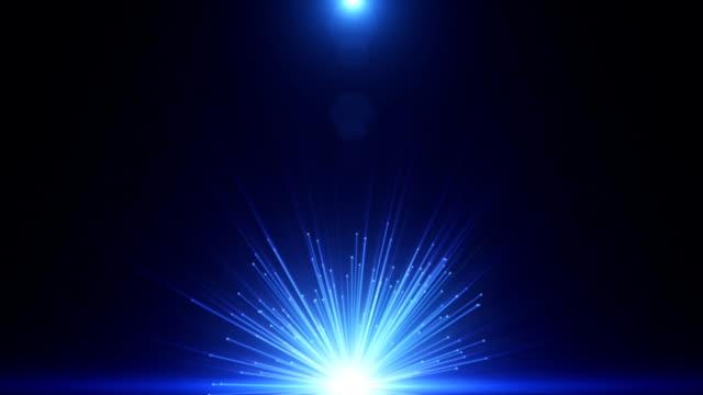 vídeos de stock e filmes b-roll de raios de luz de alta energia - bola de plasma