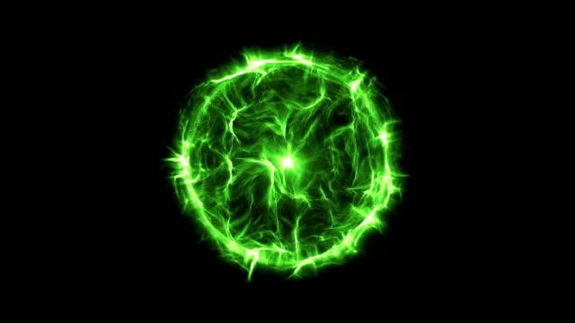 vídeos de stock e filmes b-roll de energia ou bola de plasma novo verde - bola de plasma