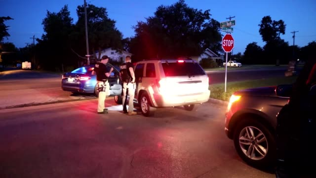 stockvideo's en b-roll-footage met enforcement and removal operations arrest criminal fugitives as part of operation cross check. - manchet mouw
