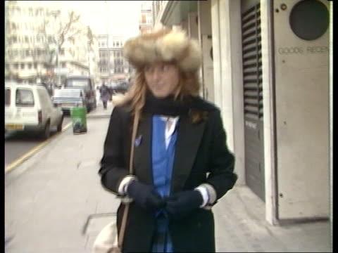 engagement of prince andrew and sarah ferguson is announced; itn england: london: ext cms track backwards sarah ferguson towards along street hat - サラ ファーガソン点の映像素材/bロール