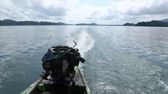 Engine boat