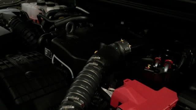 vídeos de stock, filmes e b-roll de motor do veículo no carro - válvula vaso sanguíneo