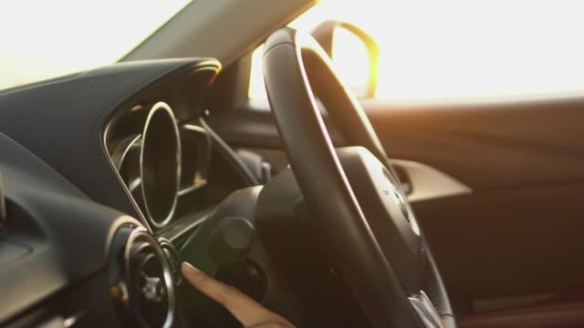 vídeos de stock e filmes b-roll de engine start and driving - começo