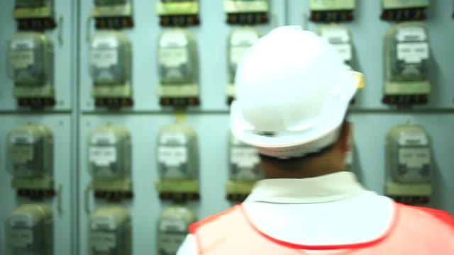 制御室をエンジニアします。 - ガソリン点の映像素材/bロール