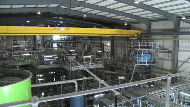 engineer in factory - einzelner mann über 30 stock-videos und b-roll-filmmaterial