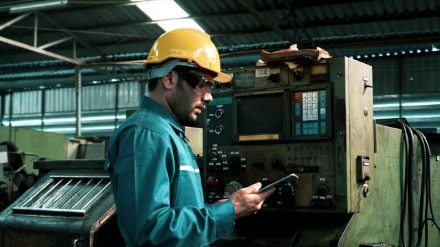 engineer in hard hat control machinery - metal worker stock videos & royalty-free footage