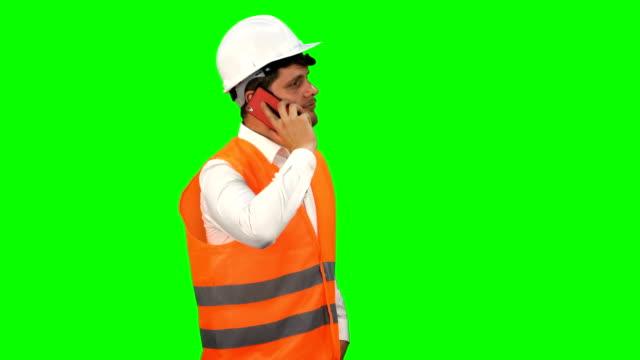 engineer man using phone - abbigliamento da lavoro formale video stock e b–roll