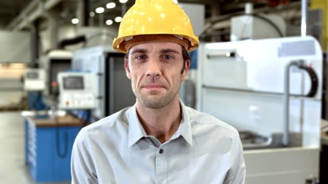 ms engineer nodding at the camera - produktionslinjearbetare bildbanksvideor och videomaterial från bakom kulisserna