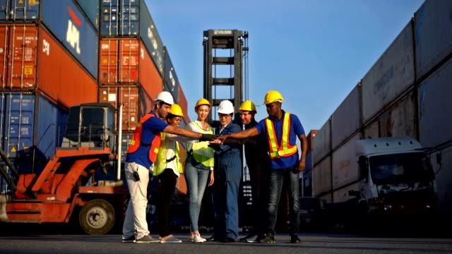 engineer teamwork in shipping dock - dockarbeiter stock-videos und b-roll-filmmaterial