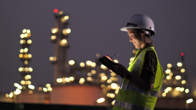 engineer with tablet at industrial - hard hat stock videos & royalty-free footage