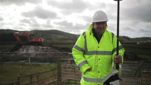 engineer working on site with gnss - construction vehicle stock videos & royalty-free footage