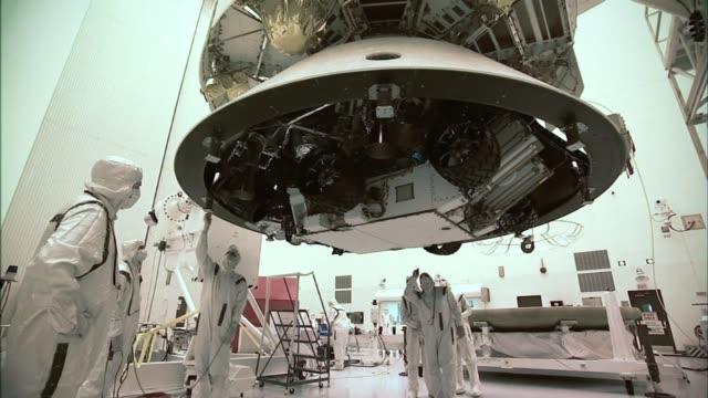 / nasa engineers wearing protective white clothing prepare mars curiosity rover for launch on atlas v rocket engineers prepare mars curiosity rover... - nasa bildbanksvideor och videomaterial från bakom kulisserna