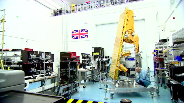 engineers working on space techology in a laboratory - サリー州点の映像素材/bロール