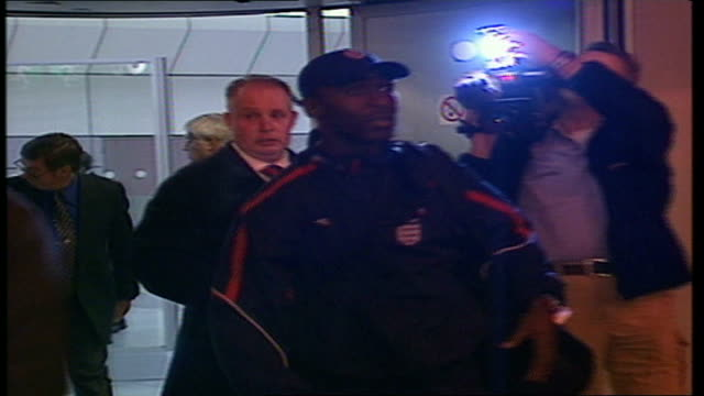 Players return ITN ENGLAND Luton Airport INT Arrivals of England squad at airport including Steve McClaren Paul Scholes Wes Brown David Beckham Emil...