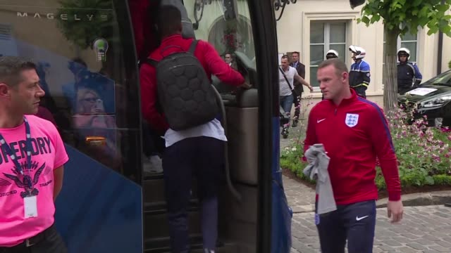 vídeos de stock, filmes e b-roll de england boarded the team bus home on tuesday the day after a humiliating 21 defeat against iceland saw them knocked out of the euro 2016 tournament - euro 2016