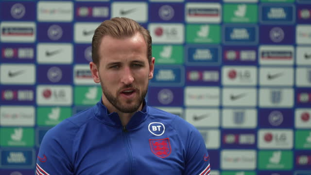 """england captain harry kane saying """"these are the opportunities you have to grab with both hands"""" as england prepare for the euro 2020 final - human hand stock videos & royalty-free footage"""