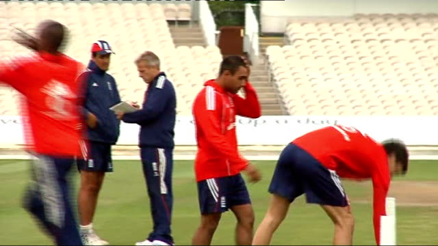 england cricket team tarining; more of england cricket team playing touch rugby pietersen, anderson and collingwood practising bowling on field - クリケット選手点の映像素材/bロール