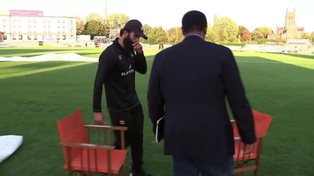 england cricketer moeen ali describes racism he has experienced in the sport england worcestershire worcester new road ext moeen ali arrival and... - ラゲ オマール点の映像素材/bロール