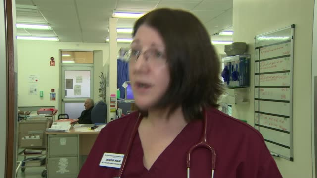 nhs england drops 18 week target for routine surgery to refocus resources nhs england drops 18 week target for routine surgery to refocus resources... - 女性患者点の映像素材/bロール