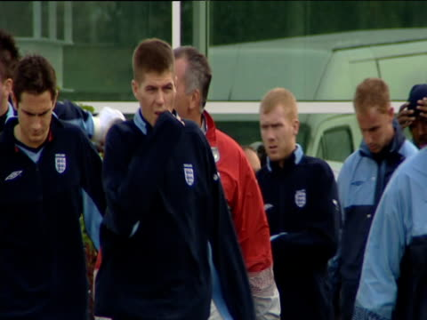 england football team including phil neville steven gerrard frank lampard john terry wayne rooney paul scholes nicky butt david james emile heskey... - national team stock videos & royalty-free footage