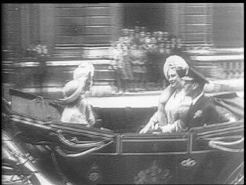 vidéos et rushes de england / montage of crowd lined streets english royal family riding in a horse drawn carriage to saint paul's cathedral / soldiers stand on steps as... - 1945