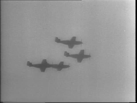 england / north american fighter 'mustang' planes taxiing on field take off and fly in formation / a bomber plane flies low to the ground in order to... - 1943年点の映像素材/bロール