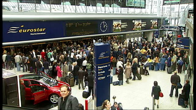 stockvideo's en b-roll-footage met england prepare for semifinal against france england london waterloo international int high angle shot of passengers to and fro in eurostar terminal - halve finale