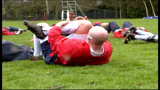 vídeos de stock, filmes e b-roll de england rugby team training ahead of france international itn surrey bagshot england rugby squad training players stretching rugby player taking... - bombinha de asma