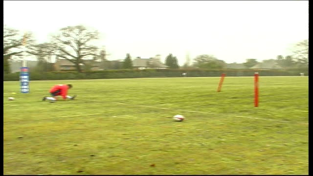 general views england surrey sandhurst ext england rugby union players training / england rugby team training including johnny wilkinson austin... - muscolo umano video stock e b–roll