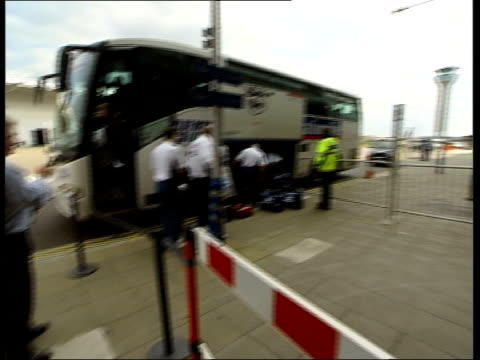 England team off coach at Luton Airport ITN Luton Airport England team off coach including Paul Scoles Phil Neville David Beckham / BV players into...