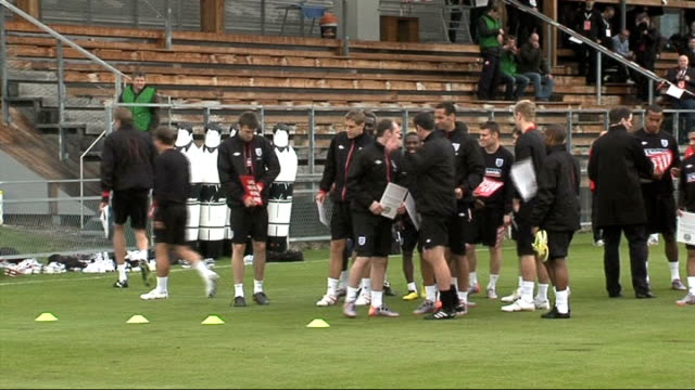 england team train in preparation for world cup 2010 austria irdning ext fabio capello stood speaking with coaching staff ledley king warming up... - fußballweltmeisterschaft 2010 stock-videos und b-roll-filmmaterial
