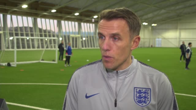 vidéos et rushes de england to host women's euro 2021 tournament / need for further grass roots funding; england: staffordshire: st george's park: int phil neville... - programme de télévision