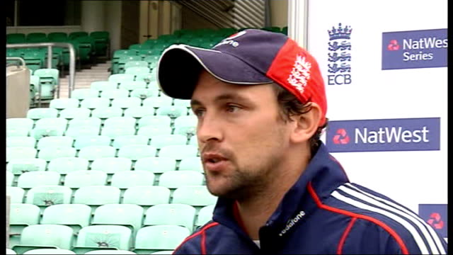 england training and interview; harmison interview sot - knows everyone in england team from before/nice to have flintoff back in england... - チーム写真点の映像素材/bロール