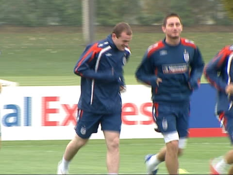 hertfordshire ext various of england football team in training including shots of scott carson wayne rooney jogging alongside frank lampard england... - liverpool england stock-videos und b-roll-filmmaterial