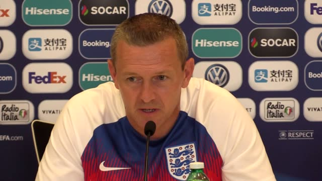 england u21 manager aidy boothroyd discusses aaron wanbissaka's future with the crystal palace defender subject to interest from manchester united... - jugendmannschaft stock-videos und b-roll-filmmaterial
