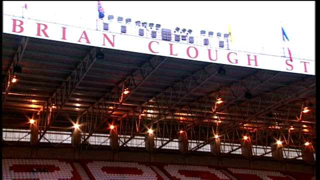 england under21s prepare for friendly england nottingham the city ground ext england under21 squad standing on pitch shots of brian clough stand... - ノッティンガム点の映像素材/bロール