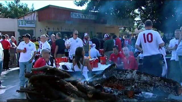 england v algeria preparations 1262010 ext england fans gathered outside bar ahead of usa match - 2010 stock videos & royalty-free footage