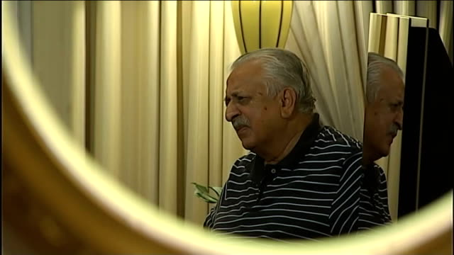 stockvideo's en b-roll-footage met fourth one day international / corruption allegations int reflection of ijaz butt in round mirror ijaz butt reading prepared statement sot currently... - getal 4
