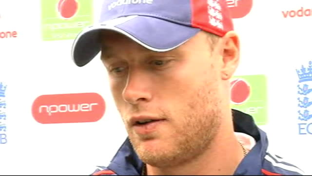 Training ENGLAND Yorkshire Leeds Headingley EXT Andrew Flintoff walking out to train with the England cricket team / South African players practicing...