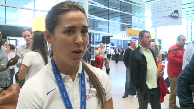 stockvideo's en b-roll-footage met england women return home after women's world cup england london heathrow airport int england players arriving in airport terminal / unidentified... - signeren