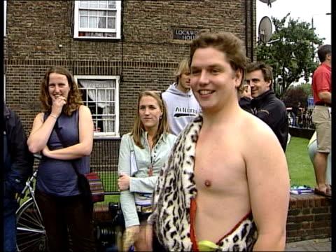 final day england win series england south london the oval ext crowds of cricket fans queue to enter the oval for the final day of the final ashes... - schlußtag stock-videos und b-roll-filmmaterial