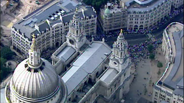england's ashes winning players celebrate their victory with fans. shows exterior aerials the england cricket victory parade going past st paul's... - ashes test stock videos & royalty-free footage