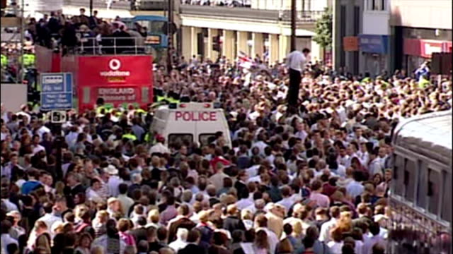 england's ashes winning players celebrate their victory with fans. shows exterior shots england players on the victory bus drinking & celebrating,... - ashes test stock videos & royalty-free footage
