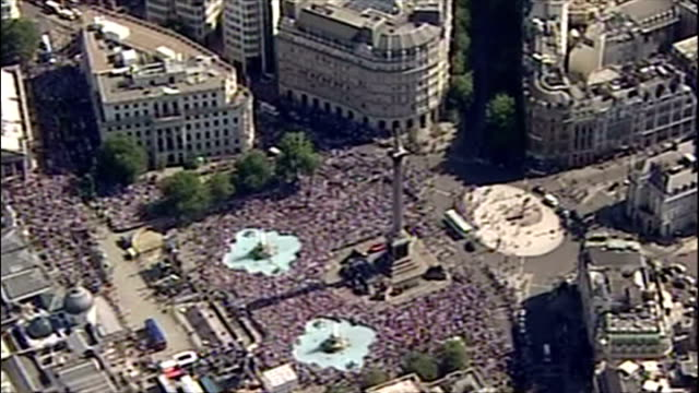 england's ashes winning players celebrate their victory with fans. shows exterior shots aerials crowds of cricket fans celebrating in trafalgar... - ashes test stock videos & royalty-free footage