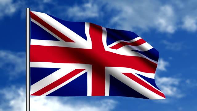 bandiera inglese sventolare nel cielo blu - bandiera inglese video stock e b–roll